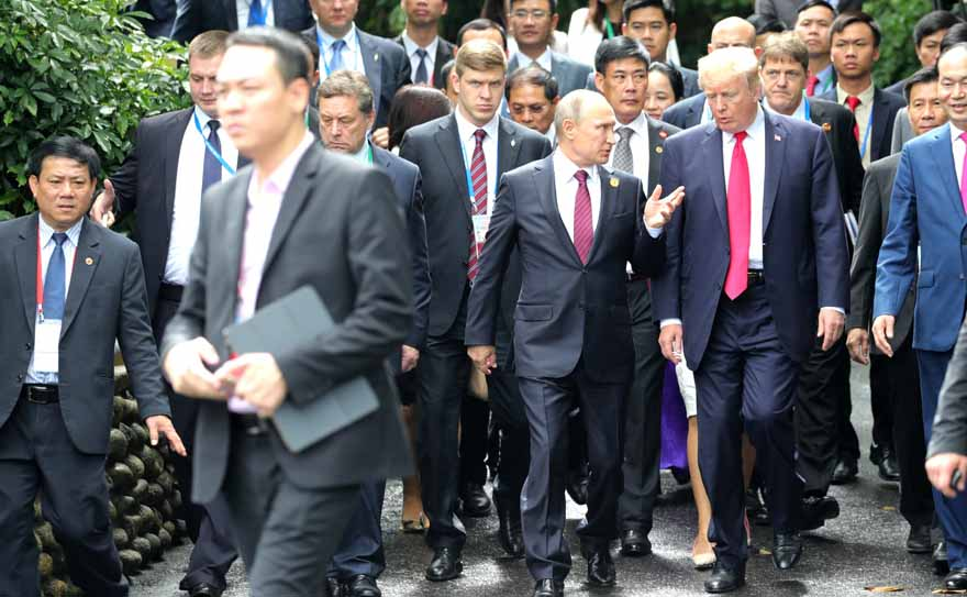 Vladimir_Putin_&_Donald_Trump_at_APEC_Summit_in_Da_Nang,_Viet